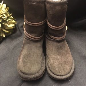 Ukala-Brown boots with fashion buttons. Size:10 K
